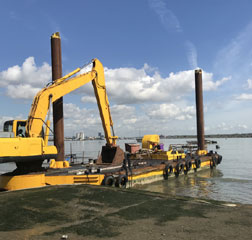 Dredger Barge 19.72 x 6.09m with 12m hydraulic spud legs